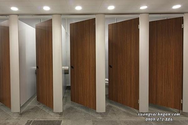 vách ngăn vệ sinh bằng gỗ công nghiệp